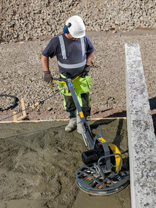 Зачем затирают бетон миксер для бетона где купить